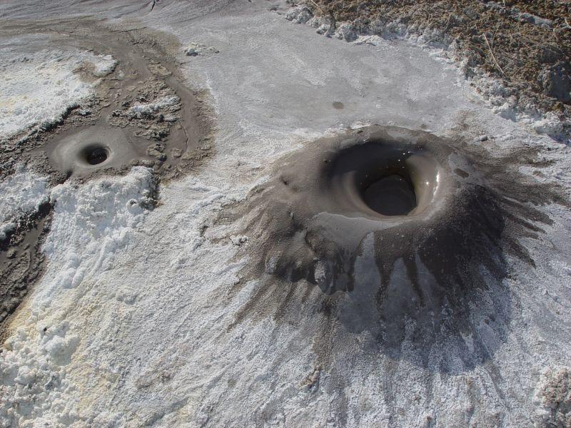 Кални вулкани край Гленблеър, Калифорния.