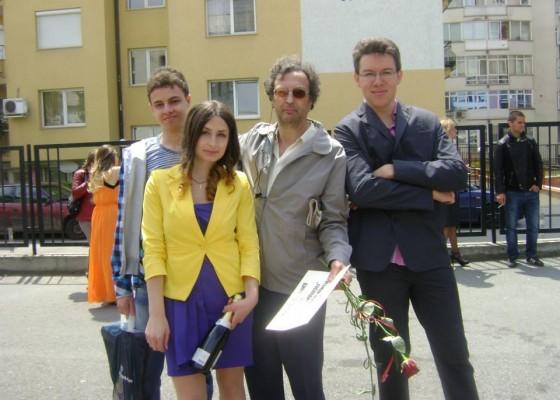 Г-н Падалски с ученици от випуск 2013 на НПМГ