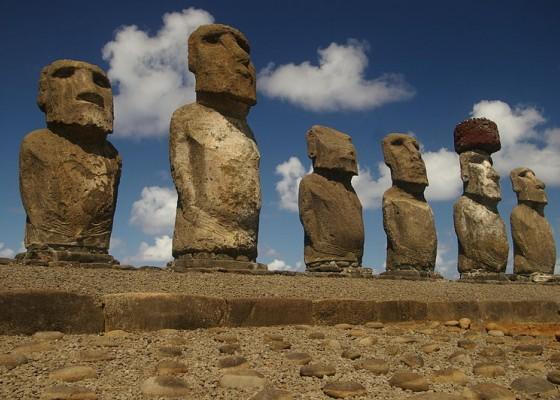 Статуите моаи