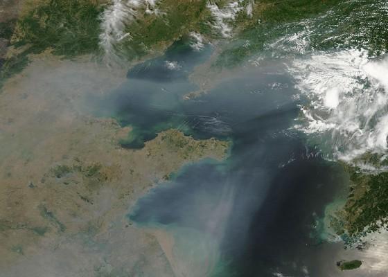 Смогът над част от Китай, заснет от сателит.
